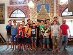 Sa domaćinima Emirom Prekićem i Ljubenkom Borovićem u posjet Husein-pašinoj džamiji