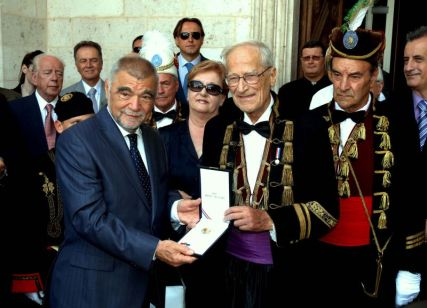 predsjednik RH Stjepan Mesić dodijeljuje visoko državno odlićje Adm BM dr Milošu Miloševiću